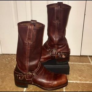 Frye size 9/9.5 square toe calf boot.